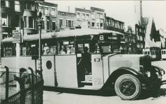 PBK-1983-176 Krupp-autobus (serie 1-48) in dienst op lijn B aan het Burgemeester Meineszplein.