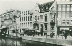 PBK-1983-177 Een paardentram (16 zit/10 staanplaatsen van de Rotterdamse Electrische Tramwegmaatschapij aan de ...