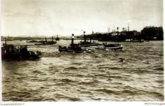 PBK-1983-1874 De Nieuwe Maas. Op de achtergrond links Willemsbrug en spoorbrug en rechts het Noordereiland.