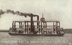 PBK-1983-228 Het Wagenveer op de Nieuwe Maas, tussen de Linker Veerdam en de Veerhaven.Het wagenveer is op 1 juni 1911 ...