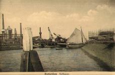 PBK-1983-232 Gezicht op de Keilehaven, Op de achtergrond gashouders van de Elektriciteitscentrale.
