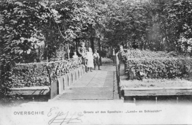 PBK-1983-233 De ingang van de speeltuin van buitenplaats Land- en Schiezicht aan de Zestienhovensekade in Overschie.