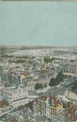 PBK-1983-262 Overzicht van het zuidoostelijke deel van het stadscentrum vanaf de toren van de Grote Kerk. Op de ...