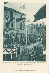 PBK-1983-333 Koningin Wilhelmina en koningin-moeder Emma bezoeken het s.s. Statendam tijdens het bezoek op 9 juni 1899.