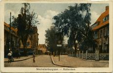 PBK-1983-376 Mecklenburglaan met links de Hogere Burgerschool voor meisjes, later Middelbare Meisjesschool (MMS) genaamd.
