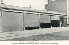 PBK-1983-40 Gezicht op de 5 houten rolluiken van een garage aan de Paul Krugerstraat.