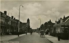 PBK-1983-512 Kleiweg vanuit het oosten. Links de gereformeerde Nassaukerk op de hoek Graaf Adolf van Nassaustraat.