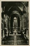 PBK-1983-523 Het altaar in de Kerk van het Allerheiligst Hart van Jezus aan de Van Oldenbarneveltstraat.