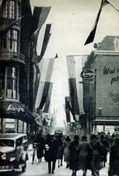 PBK-1983-54 Gezicht in de Hoogstraat. Rechts de Vlasmarkt, links het Spui, uit het westen.