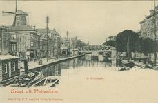 PBK-1983-559 De Rotterdamse Schie en de Schiekade. Op de achtergrond het spoorwegviaduct. Links steekt molen de Haas ...