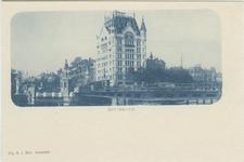 PBK-1983-700 De Koningsbrug over de Oudehaven en op de achtergrond het Witte Huis op de hoek Wijnhaven (links) en de ...