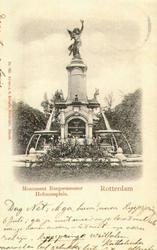PBK-1983-769 De fontein aan het Burgemeester Hoffmanplein uit het noordoosten gezien.