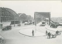 PBK-1983-80 De Willemsbrug en de spoorbrug over de Nieuwe Maas, gezien vanaf de Boompjes.