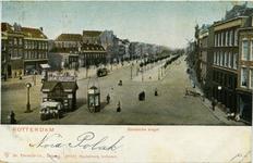 PBK-1983-831 Goudsesingel bij de kruising met de Jonker Fransstraat en de Heerenstraat. Op de voorgrond een kranten- en ...