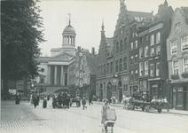 PBK-1983-89 Botersloot, gezien vanaf de Nieuwemarkt. Op de achtergrond het stadhuis aan de Kaasmarkt. Rechts de ...