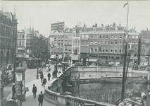 PBK-1983-90 Gezicht op de Oudehavenkade. Links Plan C en rechts de Oudehaven. Op de achtergrond links de Hoofdsteeg en ...