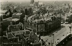 PBK-1983-970 Overzicht van de stad vanaf het Witte Huis. In het midden Plan C, links station Beurs en op de achtergrond ...