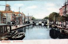 PBK-1984-48 De Rotterdamse Schie en de Schiekade. Op de achtergrond het spoorwegviaduct. Links steekt molen de Haas ...