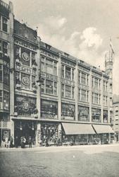 PBK-1985-141 Het warenhuis Cohn Donnay & Co aan de Korte Hoogstraat 1 hoek Sint-Laurensstraat 62 a-b, gezien vanuit het ...