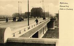 PBK-1985-143 Gezicht op de Pieter de Hoochbrug. Op de achtergrond de Pieter de Hoochweg.