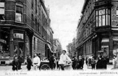 PBK-1985-191 Gouvernestraat vanaf de West-Kruiskade. Links kruidenier Leenheer en rechts een filiaal van de Rotterdamse ...