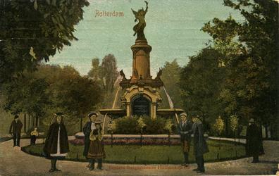 PBK-1986-272 Het monument aan het Burgemeester Hoffmanplein.