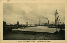 PBK-1986-290 Berghaven te Hoek van Holland. Op de achtergrond de vuurtoren en de uitkijktoren.