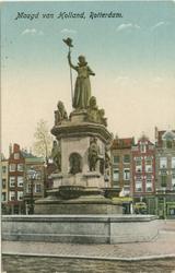 PBK-1987-100-4 Het monument Maagd van Holland aan de Nieuwemarkt, uit het westen gezien.
