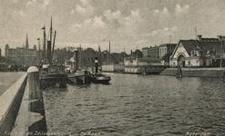 PBK-1987-106 Gezicht op de westzijde van de Veerhaven, op de achtergrond links het Westplein.