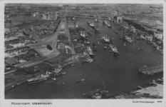 PBK-1987-11 Luchtopname van de Maashaven. Iin het midden de wijk Katendrecht en links de Rijnhaven.