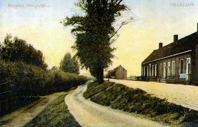 PBK-1987-1107 Boven- en de Beneden-Sluisjesdijk. Links tussen de bomen de ingang van de Nederlandse Hervormde ...