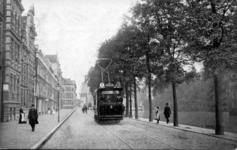 PBK-1987-404 Schiedamsesingel met de nieuwe electrische tram. Op de achtergrond molen de Hoop.