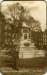 PBK-1987-795 Gezicht op het monument Maagd van Holland aan de Nieuwemarkt, tijdens een restauratie.