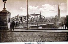 PBK-1987-895 De Koninginnebrug, vanaf de Prins Hendrikkkade. Op de achtergrond de rooms-katholieke kerk van de H.H. ...