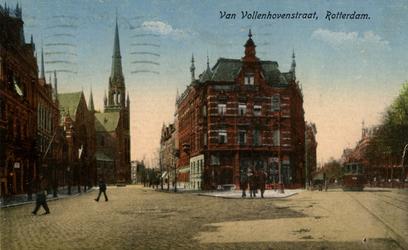 PBK-1987-963 Gezicht in de Van Vollenhovenstraat. Links op de achtergrond de Sint-Ignatiuskerk, rechts komt een tram ...