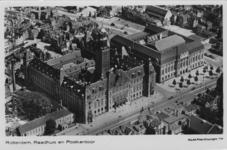 PBK-1988-24 Luchtopname van het stadhuis en het postkantoor aan de Coolsingel en omgeving.