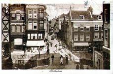 PBK-1988-415 Doorkijk in de Sint Jacobstraat vanuit het huis aan de Westewagenstraat nummer 1, over de Raambrug en de ...