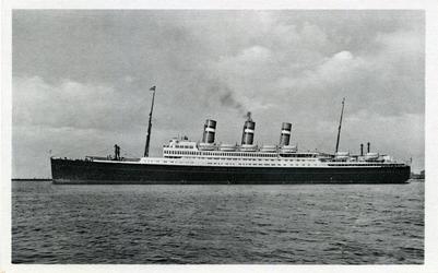 PBK-1988-65 Passagiersschip de Statendam III van de Holland-Amerka Lijn.