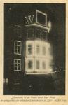 PBK-1989-228 Feestverlichting aan het gebouw van de firma Bood op de hoek van het Hang, tijdens de Oranjefeesten op 14 ...