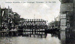 PBK-1989-235 Versierd feestschip met muziektent van de firma C. Jamin op de Coolsingel tijdens de Oranjefeesten op 14 ...