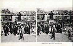 PBK-1989-237 Prentbriefkaart van een stereo-opname.Het standbeeld van Erasmus aan de Grotemarkt, op de achtergrond het ...