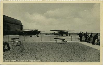 PBK-1989-302 Gezicht op vliegveld Waalhaven.