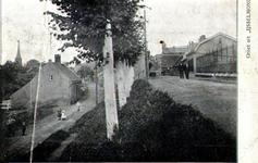PBK-1989-537 Gezicht op de Dorspsstraat rechts en de lager gelegen Benedenrijweg links.