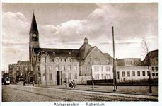 PBK-1989-70 Gezicht op de Sint-Franciscuskerk aan de Paul Krügerstraat, rechts het Afrikaanderplein.