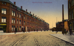 PBK-1990-111 Gezicht in de Kerkhoflaan. Achter de woningen ligt de Algemene Begraagplaats Crooswijk. Rechts de ...