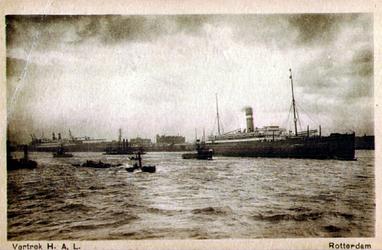 PBK-1991-120 Vertrek van een schip van de Holland-Amerika Lijn vanaf de Wilhelminakade.