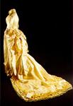 PBK-1991-187 Een zijden bruidsjurk uit de verzameling van het Historisch Museum Rotterdam.