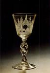 PBK-1991-189 Een wijnglas met radgravure van een levenstrap uit de verzameling van het Historisch Museum Rotterdam