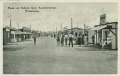 PBK-1991-24 De winkelstraat op het gemeentelijk kampeerterrein in Hoek van Holland.