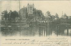 PBK-1992-73 De Oudehaven met op de voorgrond hotel Smits aan het Oudehoofdplein, uit het westen gezien. Rechts de ...